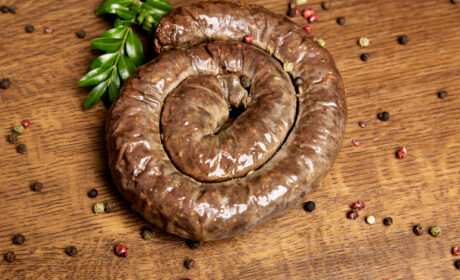 ORGANIC HOME-MADE SAUSAGE FROM MARBLE BEEF